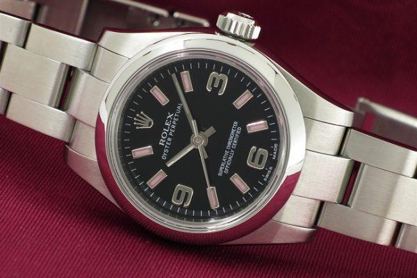 ブラック×ピンクの可愛らしい時計 Ref.176200