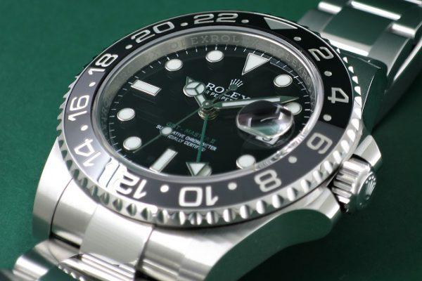 ブラックで統一された品のあるデザイン Ref.116710LN