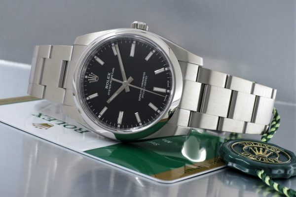 時計としての機能のみを追求したデザイン Ref.114200