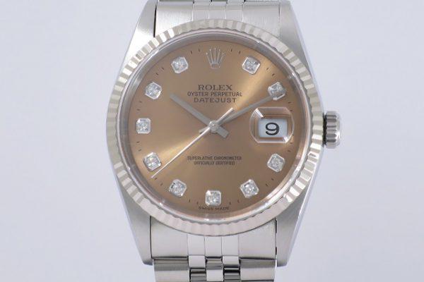 シンプルな時計を鮮やかなピンクで彩ります。 Ref.16234G