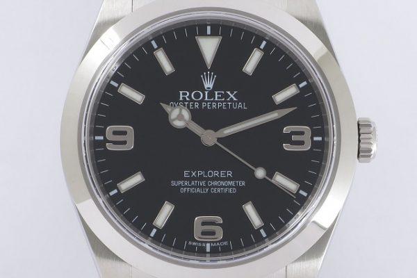 黒と銀で統一されたシンプルウォッチ Ref.214270